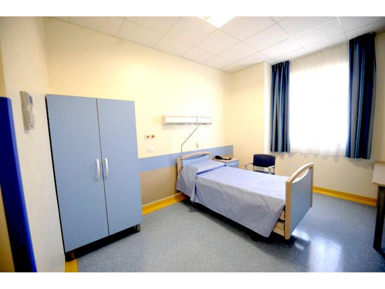 Spitalul Monza - 480677_425258424216094_458188878_n.jpg