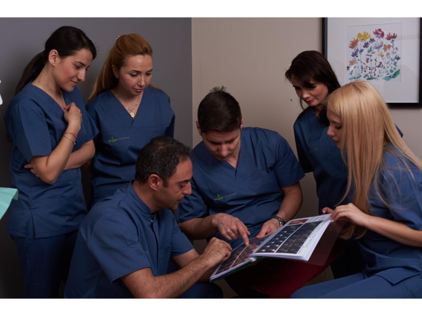 Clinica Stomatologica Younis Dent - Echipa_Ypounis.jpg